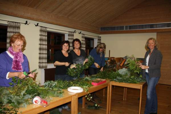 3Adventkranzbinden2011